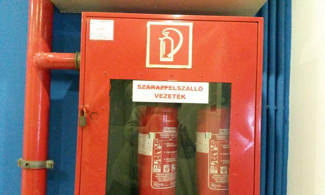 Kulcs nélkül nincs tűzoltás: a poroltót is lakattal kell védeni a tolvajoktól?