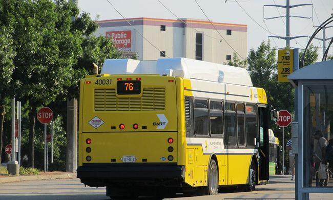 Részegen lövöldözött a buszállomáson egy férfi
