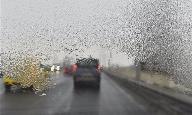 A fél ország riasztást kapott: ónos esővel jön a viharos szél