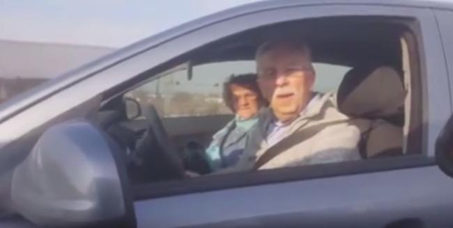 Megdöbbentő jelenet a szentendrei úton: szembesávban ment az autós - videó