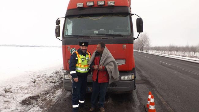 Kizárta magát a kamionból, a magyar rendőrnek kellett segítenie