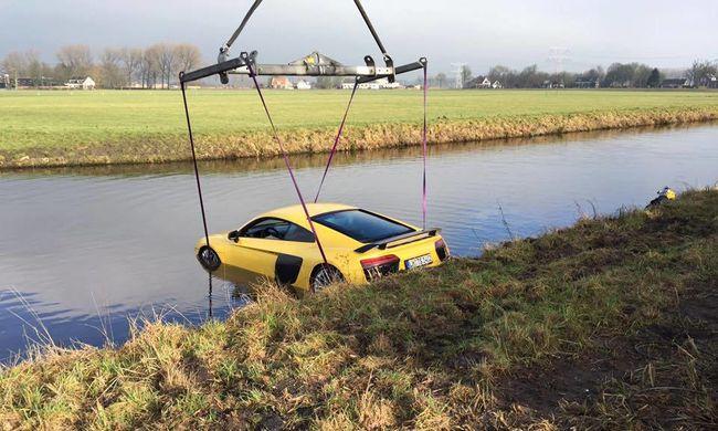 Hatalmas sebességgel hajtott a folyóba drága sportkocsijával, teljesen elmerült