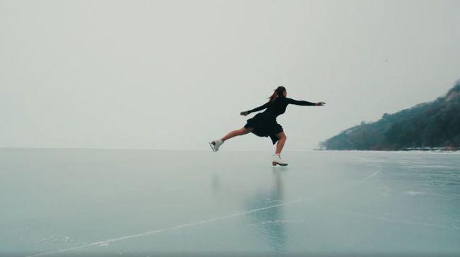 Dermesztő videó: lélegzetelállító jelenet zajlott le a Balaton jegén