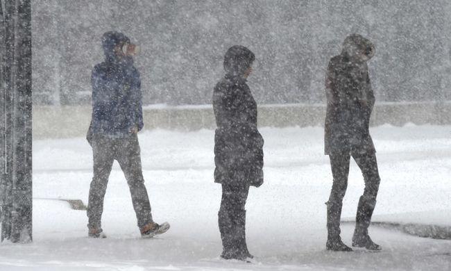 Akkora hó jön, hogy bezárták az iskolákat