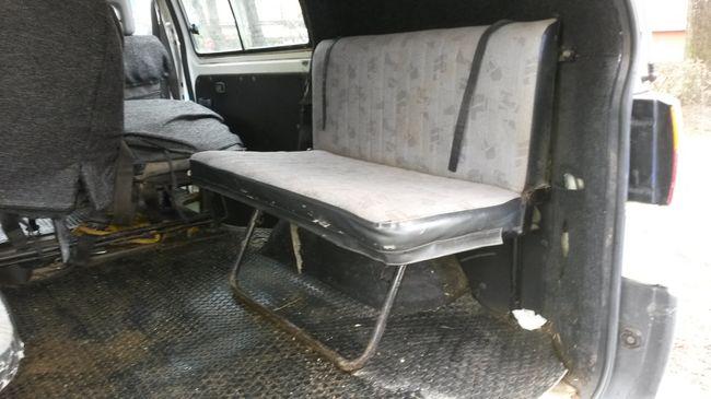 Tíz gyereket zsúfoltak egy emberek szállítására alkalmatlan járgányba