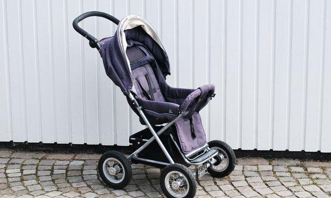 Tragédia a zebrán: babakocsis anyukát gázoltak, a gyerek még mindig életveszélyben