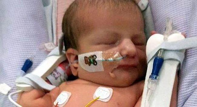 Szívszorító: azért küldték haza a kisbabát az orvosok, hogy meghaljon