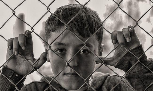 Brutális nemi erőszak: a 10 éves fegyverrel kényszerítette a kisfiút