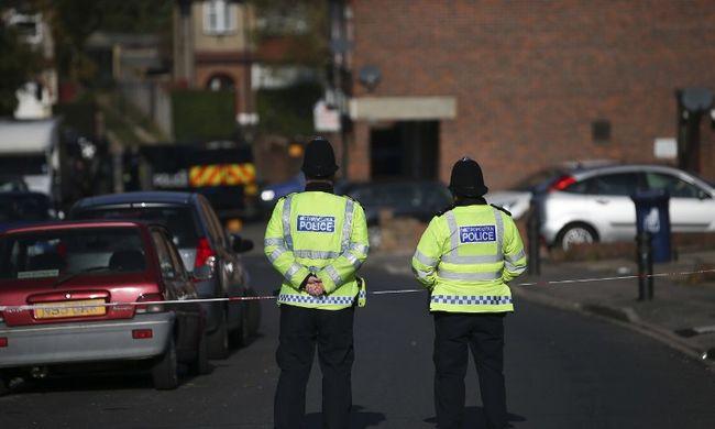 Holtan találták a fiatal nőt a rendőrök, mert megálltak teázni