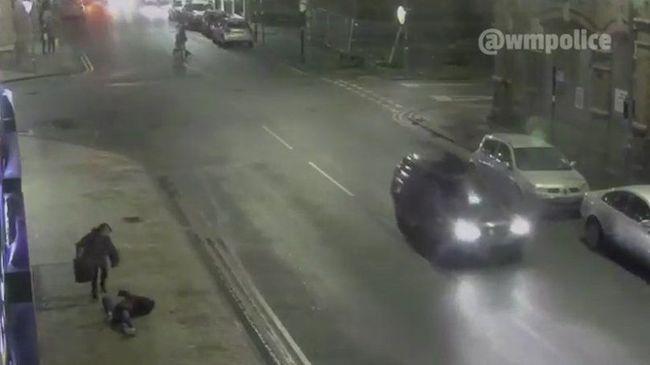 Kegyetlenül elgázolta a tinit az őrült sofőr - videó