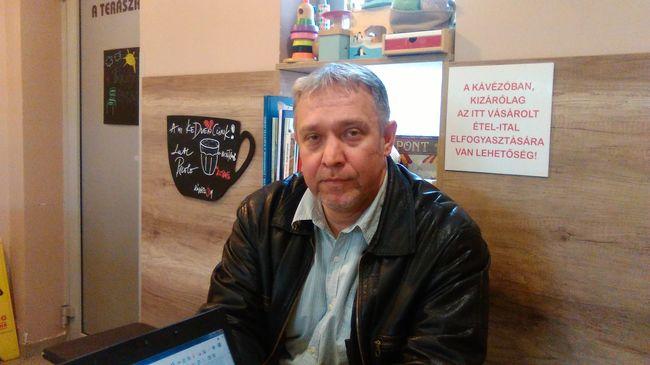 40 évesen lett taxis Tibor, éjszakás édesanyját váltja reggelenként