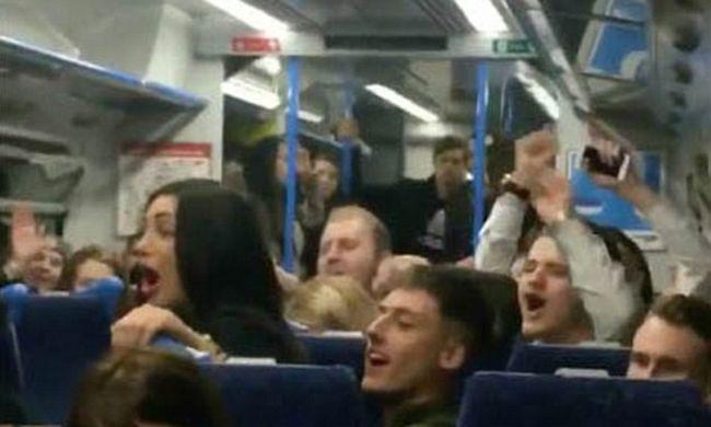 Agyba-főbe verték egymást a vonaton a nők