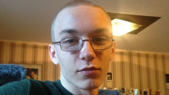 Halálra késelte a 9 éves fiút a szomszédja, a gyilkost nagy erőkkel keresik