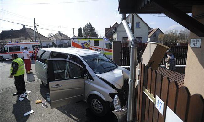 Súlyos baleset Pest megyében: sok gyerek megsérült