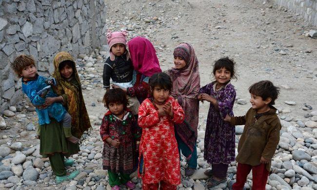 Öngyilkossághullám a migránstáborokban - már a gyerekek is a halálba menekülnek