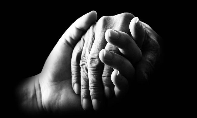 """""""Kérlek kelj fel, szeretlek"""" - mondta haldokló fiának, aki erre felébredt, hogy elbúcsúzhasson"""