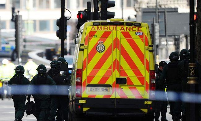 Tovább gyilkolt a londoni terrorista - a kórházban halt meg egy férfi