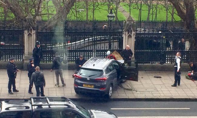 Lövések dördültek a parlamentnél, többen megsérültek, lezárták a környéket