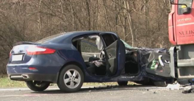 Mentőhelikoptert riasztottak a súlyos balesethez: apa és fia a sérült
