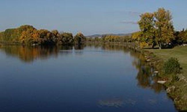Horror szomszédainknál: kisgyereket dobott a folyóba egy férfi, eltűnt a gyerek