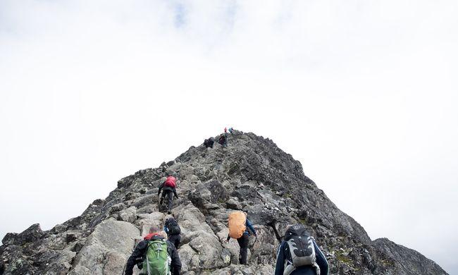 A hegyekbe riasztották a mentőket: eltévedt a turistacsoport