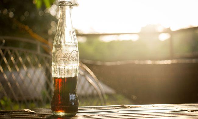 Emberi ürülék volt a Coca-Colás dobozokban, leállították a gyártást