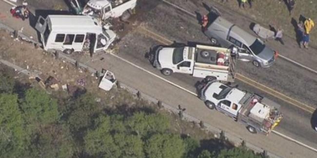 Busz és teherautó rohant egymásba, 13 ember meghalt