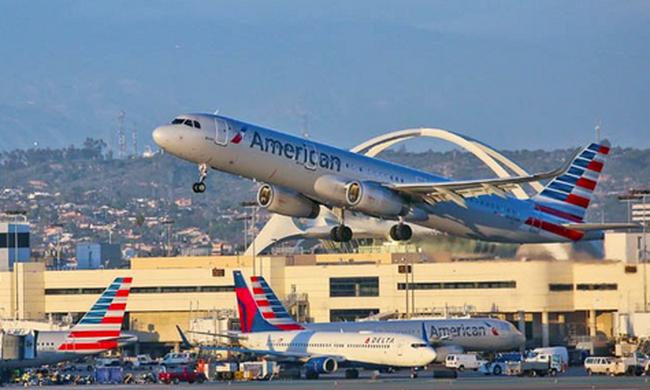 Dráma a repülőn: levegőben halt meg az utasokkal teli gép pilótája