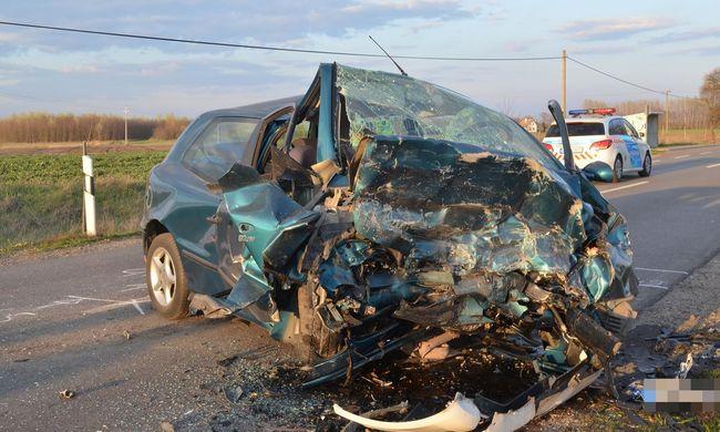 Tragikus baleset történt Bács-Kiskun megyében, frontálisan ütközött két autó