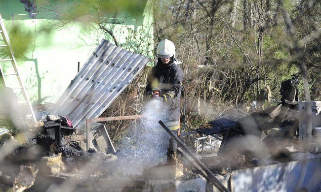 Kínhalált halt egy ember Csepelen, ketten az életükért küzdenek a tűz miatt