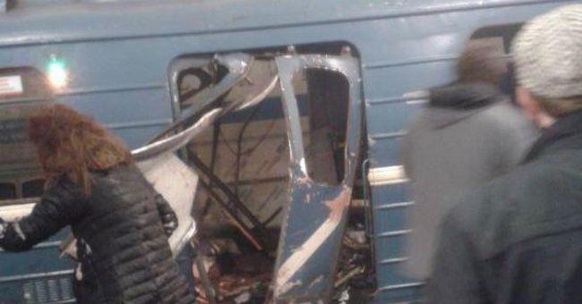 Hatalmas robbanás hallatszott, füst borította be a metrót