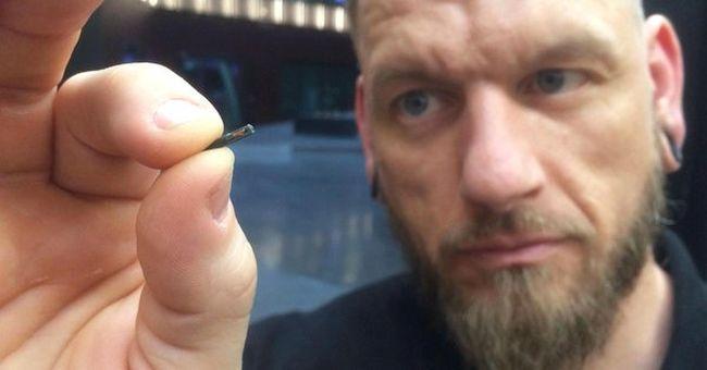 Van már cég, ahol mikrochipet lőnek a dolgozók kezébe - így tudnak bemenni