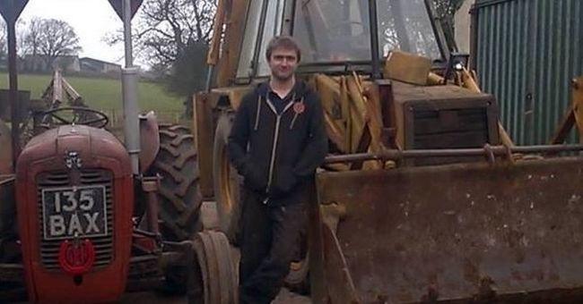 """""""Hagyd békén a barátnőmet"""" - sikítva hajtott traktorral riválisába"""