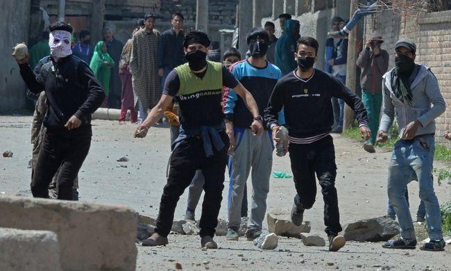 Nyolc embert öltek meg a rendőrök az erőszakos tüntetéseken