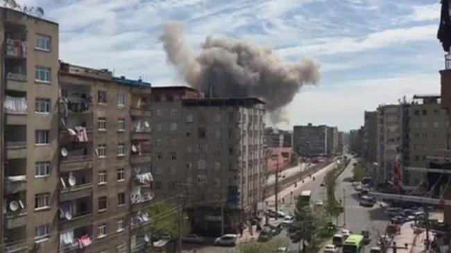 Robbanás történt a rendőrségnél, összeomlott az épület: áldozat is van