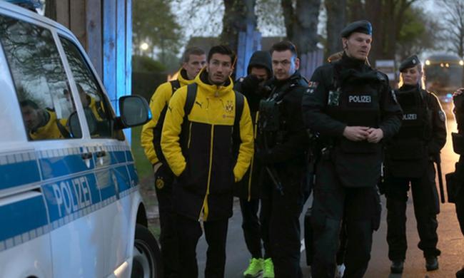 Focicsapat mellett robbant a bomba Dortmundban, műteni kell a játékost