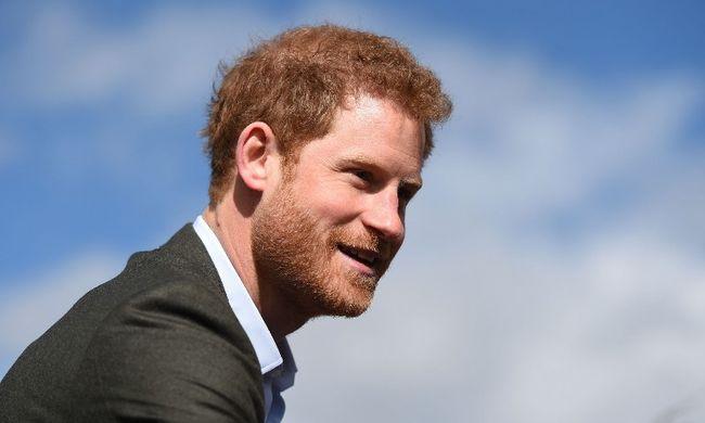 Belebetegedett a gyászba Harry herceg