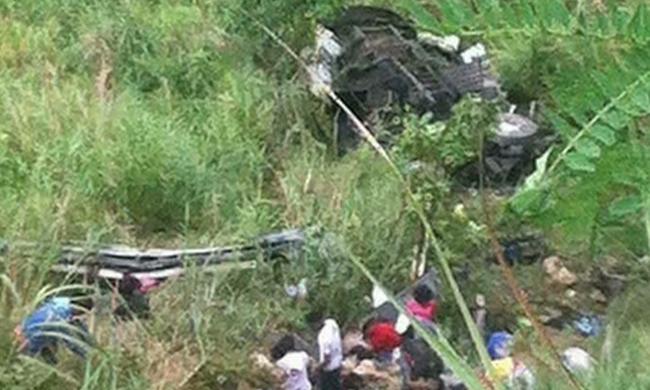 Most érkezett a hír: szakadékba zuhant egy busz, rengeteg a halott