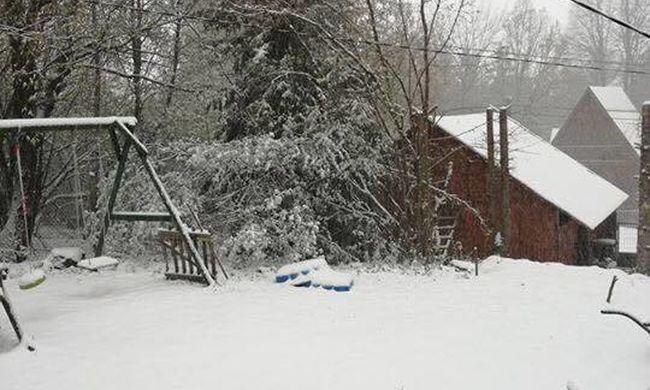 Fehérbe borult az ország, szakad a hó - fotók