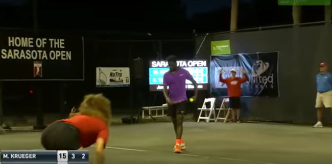 Szexelő pár zavarta meg a meccset, mindenkit túlordítottak - videó