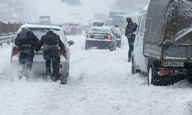 Vér borítja a hókáoszban az utakat: halálos áldozatokat követelt az áprilisi tél