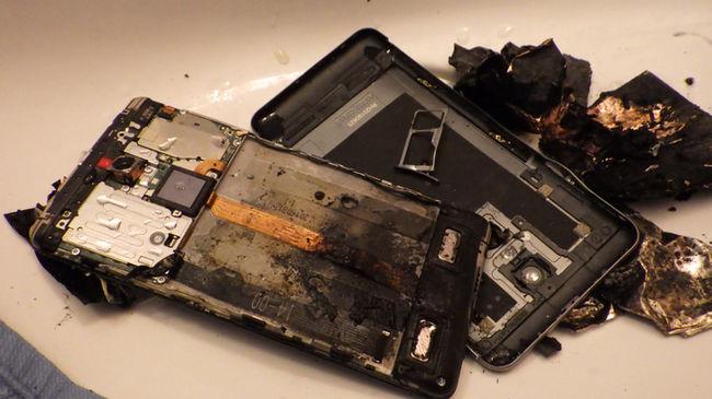 Halálra rémült: felrobbant a telefon egy dunaújvárosi férfi kezében