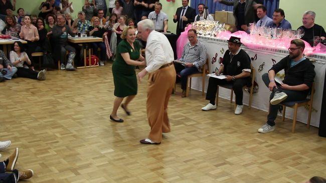Ezért a táncoló idős párért őrül meg az internet - videó