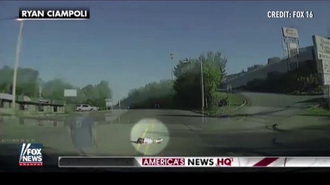 Kizuhant a főúton a buszból egy kislány, csak ezen a férfin múlt az élete - videó