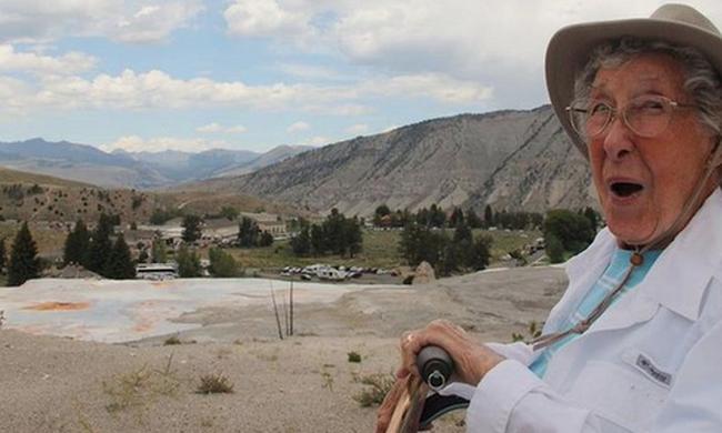 Nem kért az orvosokból a rákos asszony, 90 évesen kelt útra