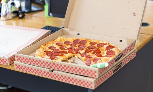 Meglepetés érte a lakókat, rendőrök vitték a futár helyett a pizzát