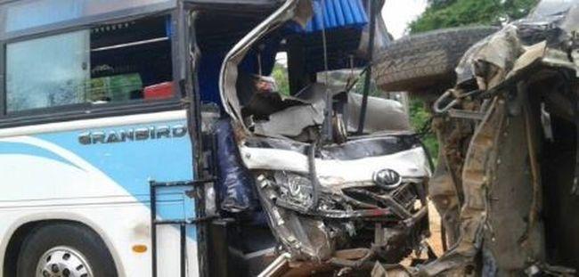 Végzetes baleset történt: orvosok haltak meg a buszkarambolban