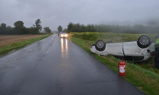 Fogyatékosságot okozó balesetet szenvedett a sofőr, a vétkes autós elhajtott