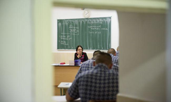 Hibás feladatsort kaptak a diákok, negyed órával tovább írhatták a matek érettségit