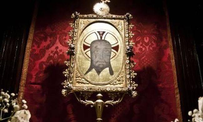 Betört a tini a világhírű templomba, hogy a sátán jeleit helyezze el az ereklyéken